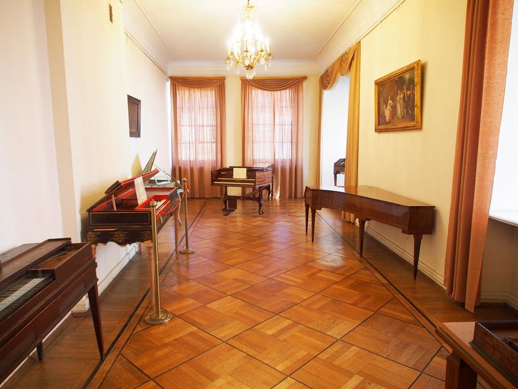 Зал в музее народных инструментов, Познань