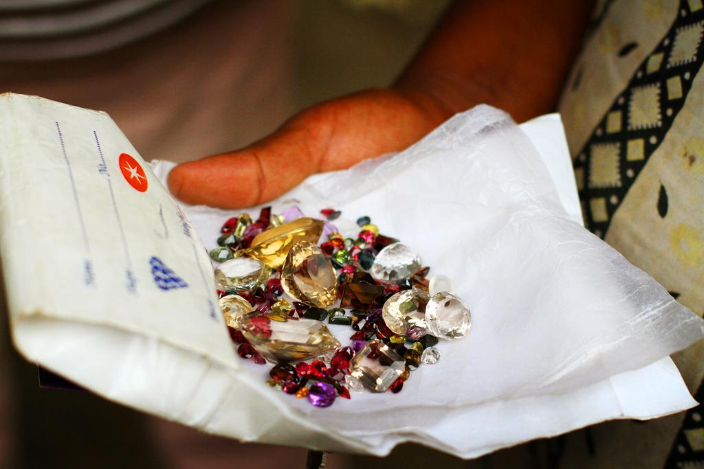 Ограненные драгоценные камни Шри-Ланки