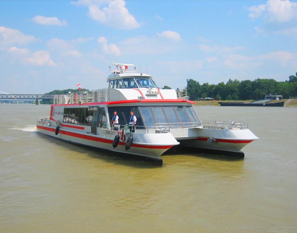 По Дунаю на катамаране из  Братиславы в Вену