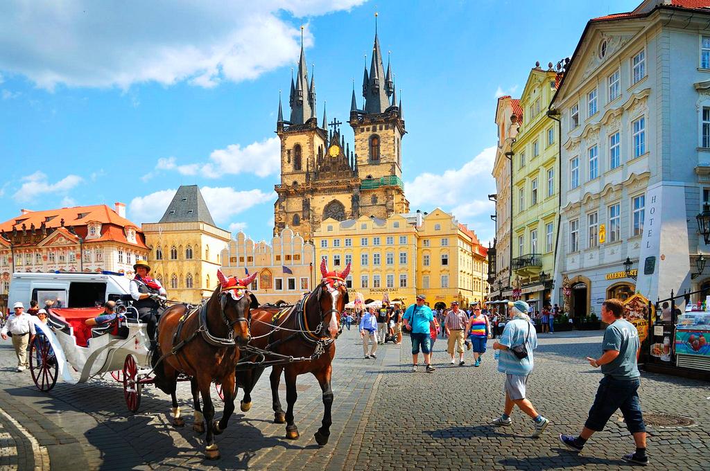 Въезд в центр Праги на авто станет платным, дешевеет общественный транспорт