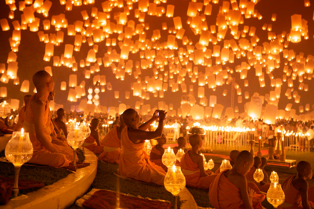 Праздник Лой Кратонг, Таиланд