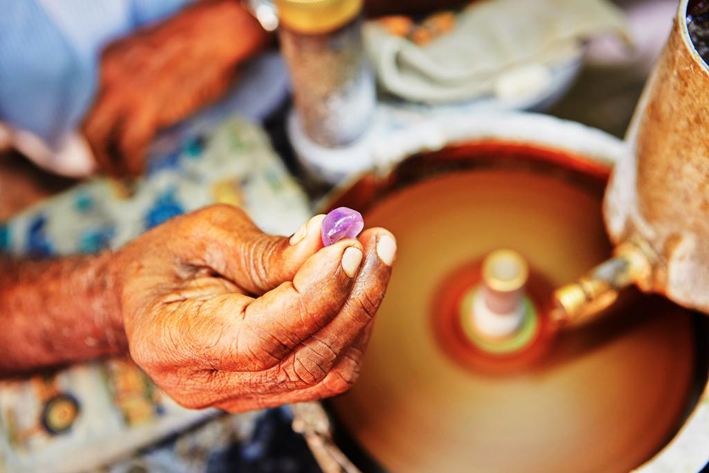 Процесс огранки драгоценных камней, Шри-Ланка