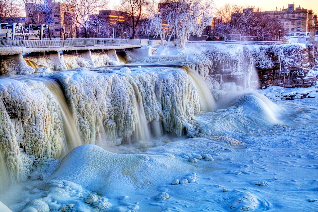 Водопад Ридо зимой, Канада