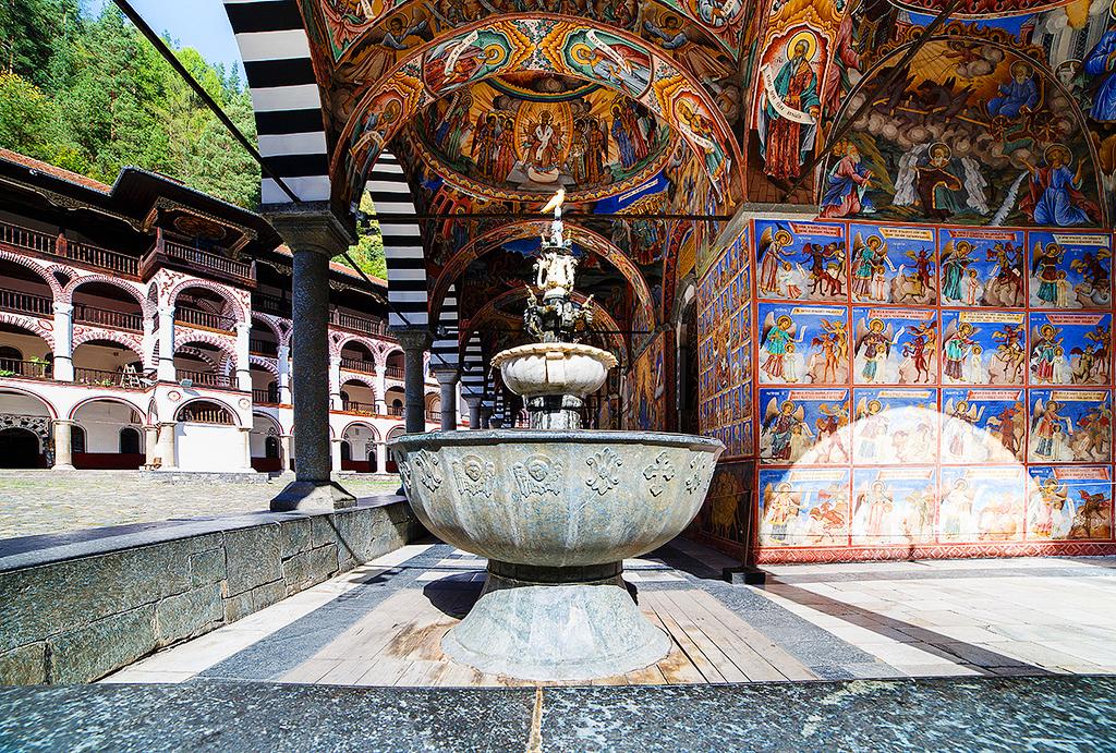 Рильскийй монастырь в Болгарии