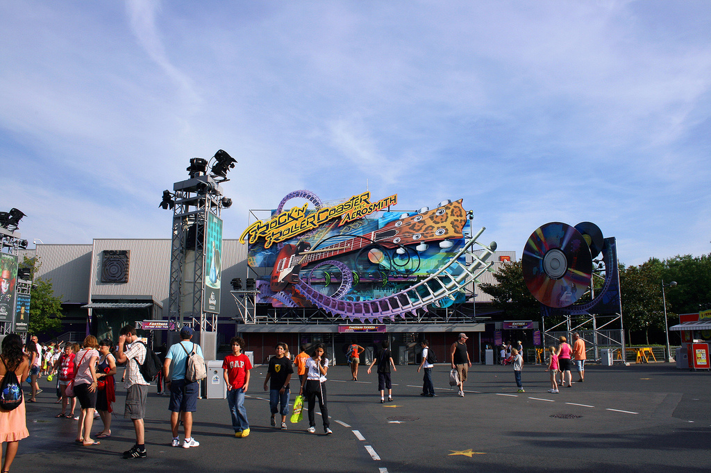 Аттракцион Rock 'n' Roller Coaster в парижском Диснейленде