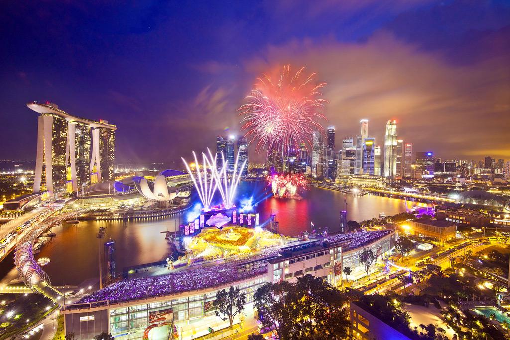 Ночная бухта Марина-Бей в Сингапуре