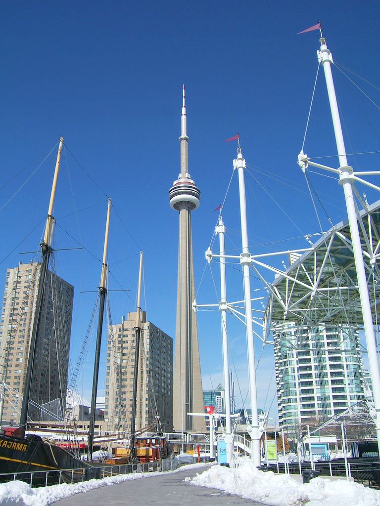 Телевизионная башня CN Tower в Торонто