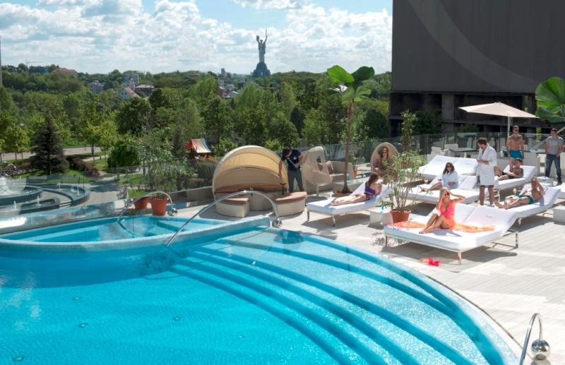 Клуб с открытым бассейном - Tsarsky City Resort, Киев