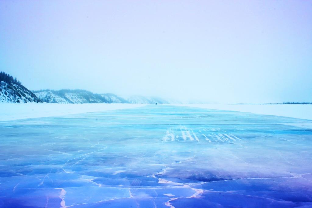Ледяная дорога в Туктояктук в Канаде