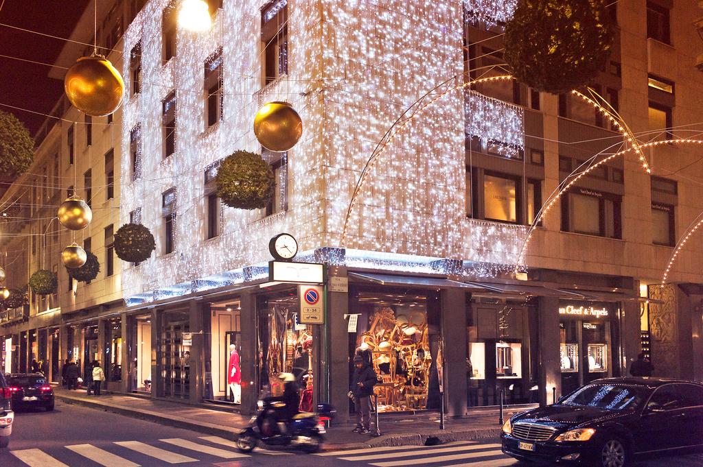 Модный квадрат, улица Via Montenapoleone в Милане