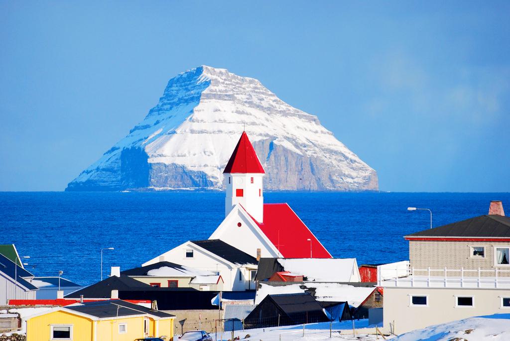 Вид на Луйтла-Дуймун из деревни Вальба, Фарерские острова