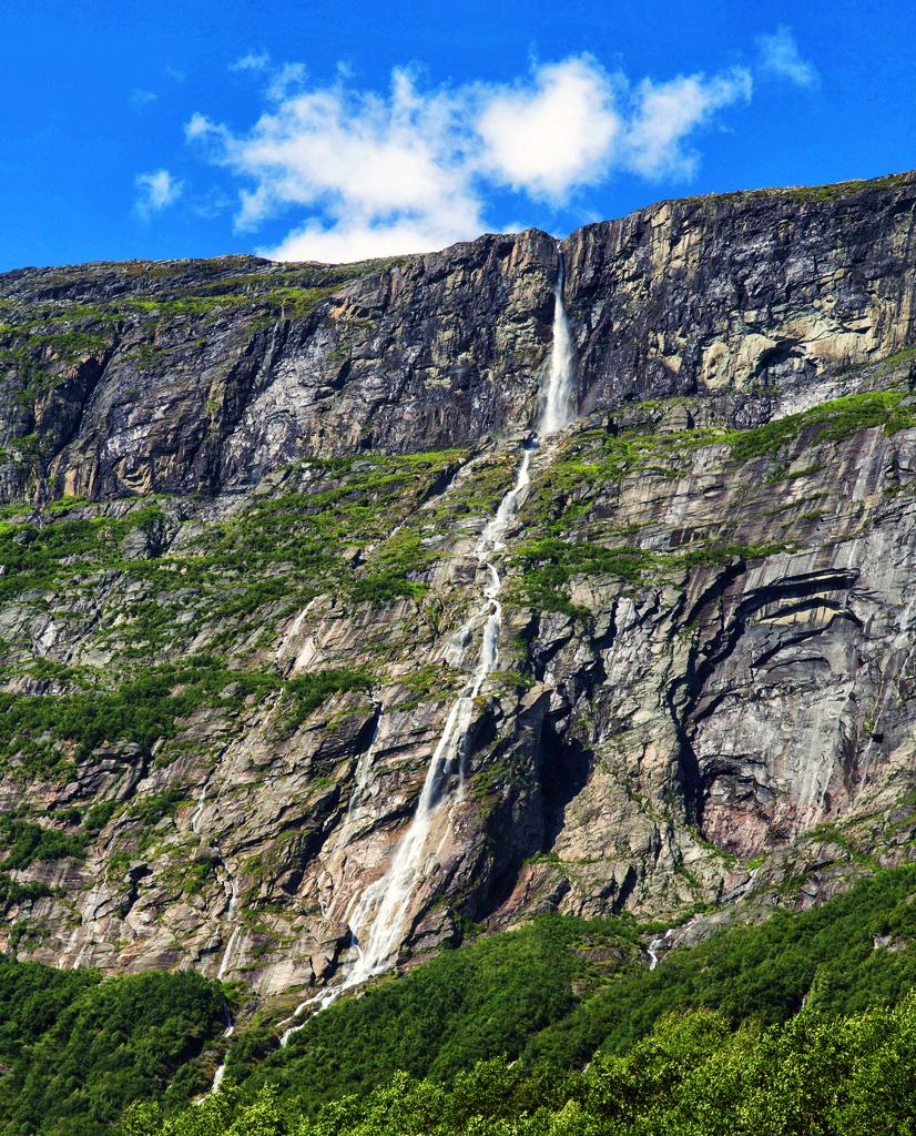 Водопад Виннуфоссен в Норвегии