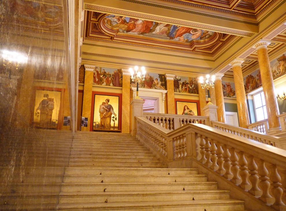 Внутри Венгерской национальной галереи