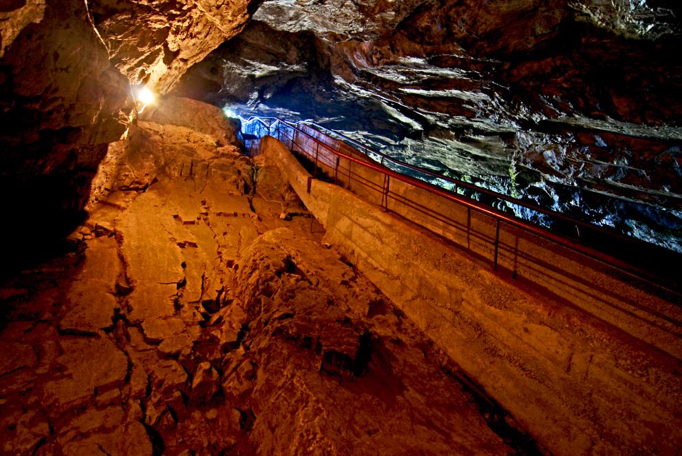 Внутри пещеры Горло дьявола, Болгария