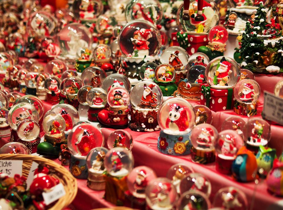 Сувениры на рождественской ярмарке в Дюссельдорфе