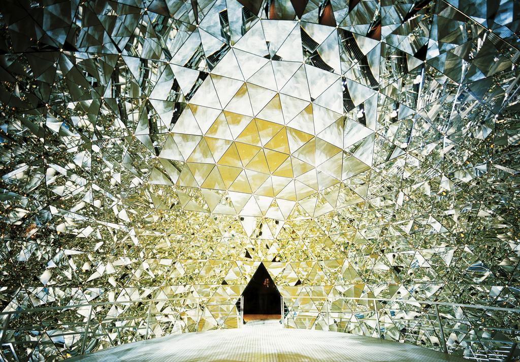 Зал в музее Хрустальные миры Сваровски, Ваттенс, Австрия