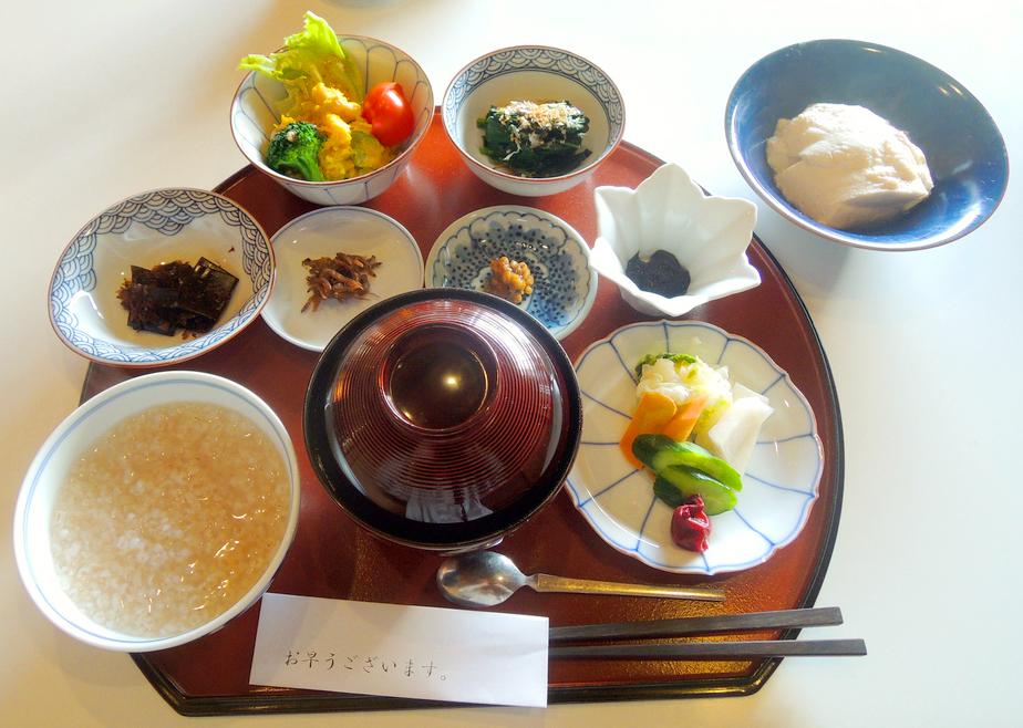 Завтрак в рёкан, Япония