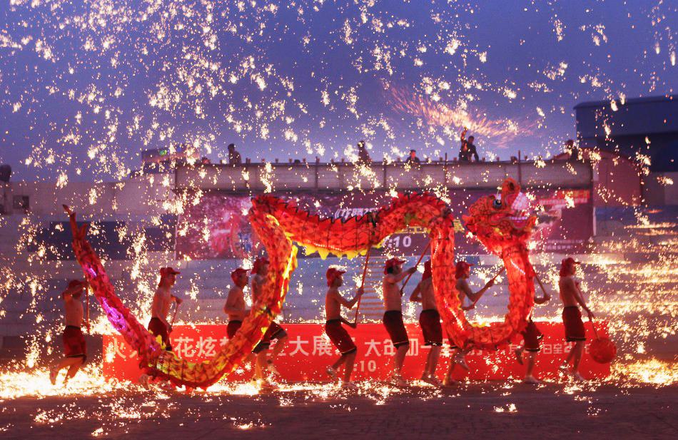 Праздничные фейерверки,  китайский Новый год