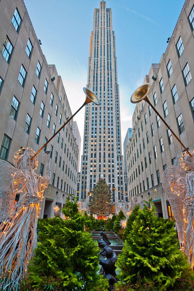 Рождественская елка в Рокфеллер-центре в Нью-Йорке