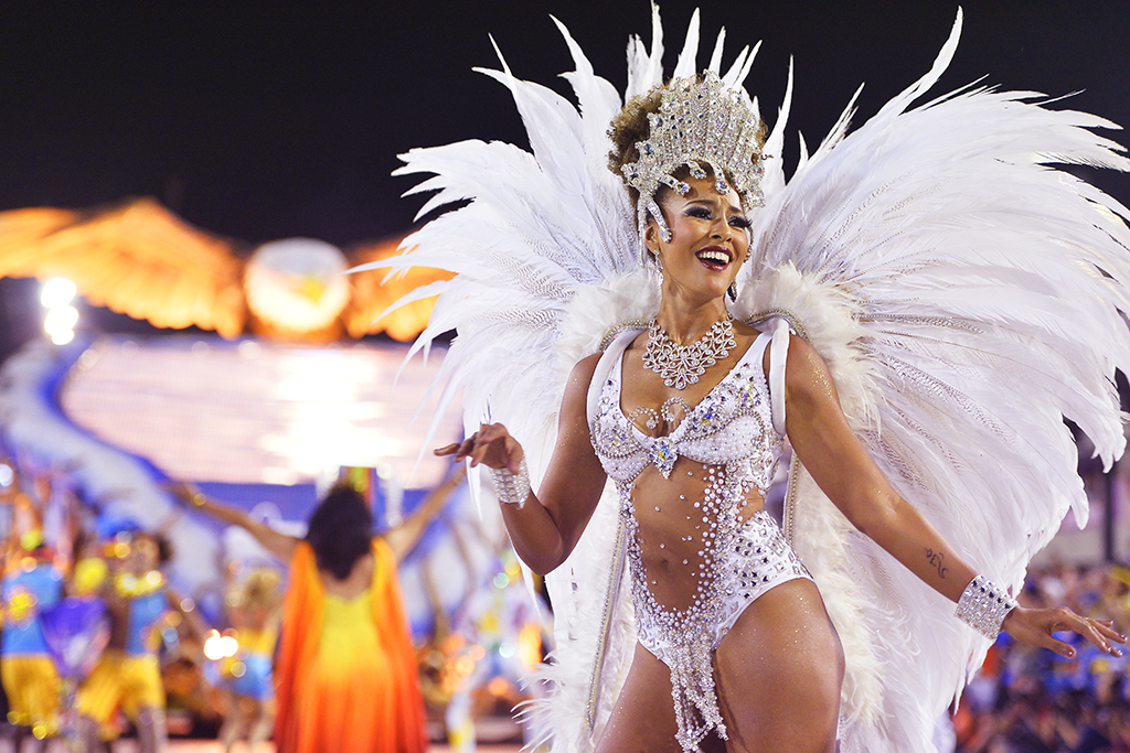 Бразильский карнавал в Рио де Жанейро 2015