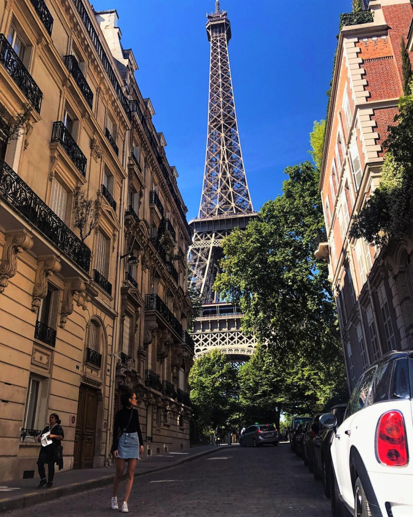 Фото: www.instagram.com/emmablazevska эйфелева башня 5 локаций, где можно посмотреть на Эйфелеву башню emmablazevska 34982596 214962445789173 8154770391059922944 n 819x1024