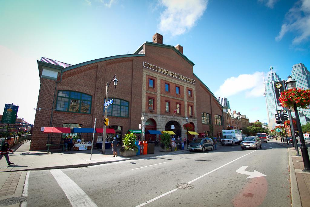 Здание рынка Святого Лаврентия в Торонто