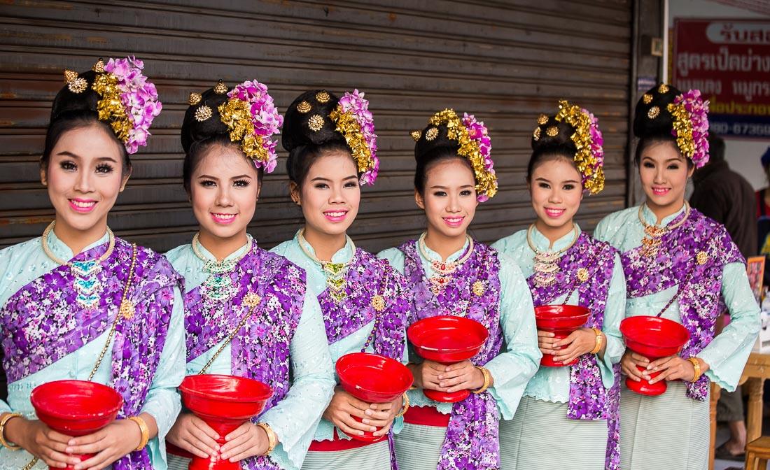 Как одеваются на парад цветов в Чиангмае, Таиланд