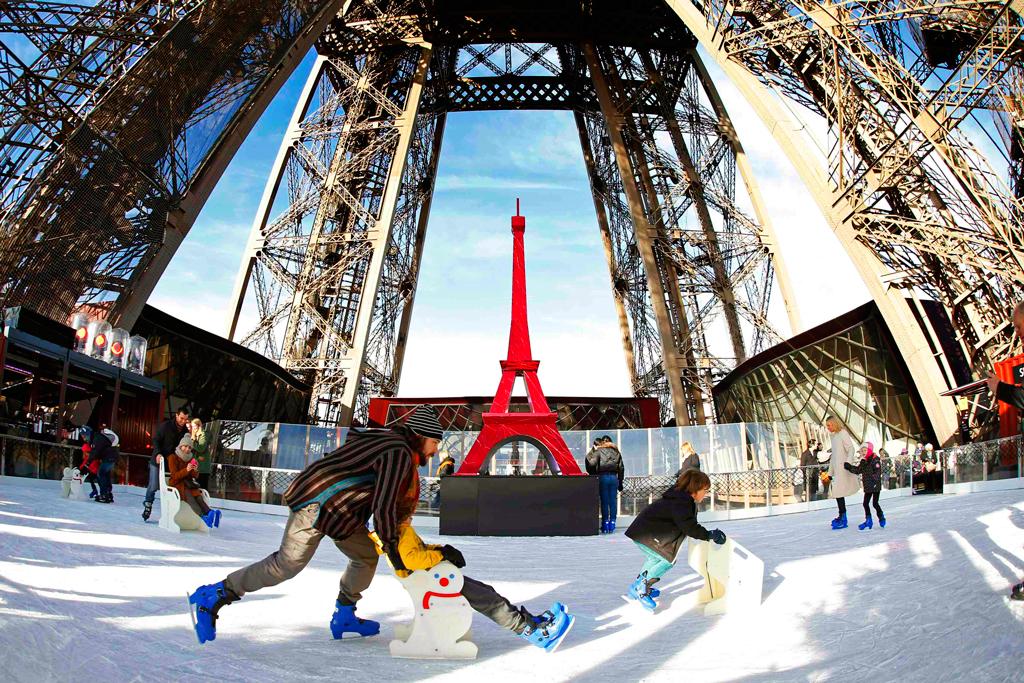 Ледовый каток на Эйфелевой башне
