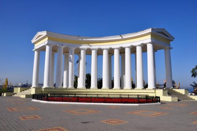 Колоннада возле Воронцовского дворца в Одессе