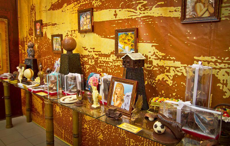 Шоколадные экспонаты в музее шоколада АВК, Львов