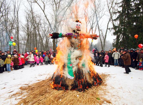 Сожжение чучела зимы на Масленицу