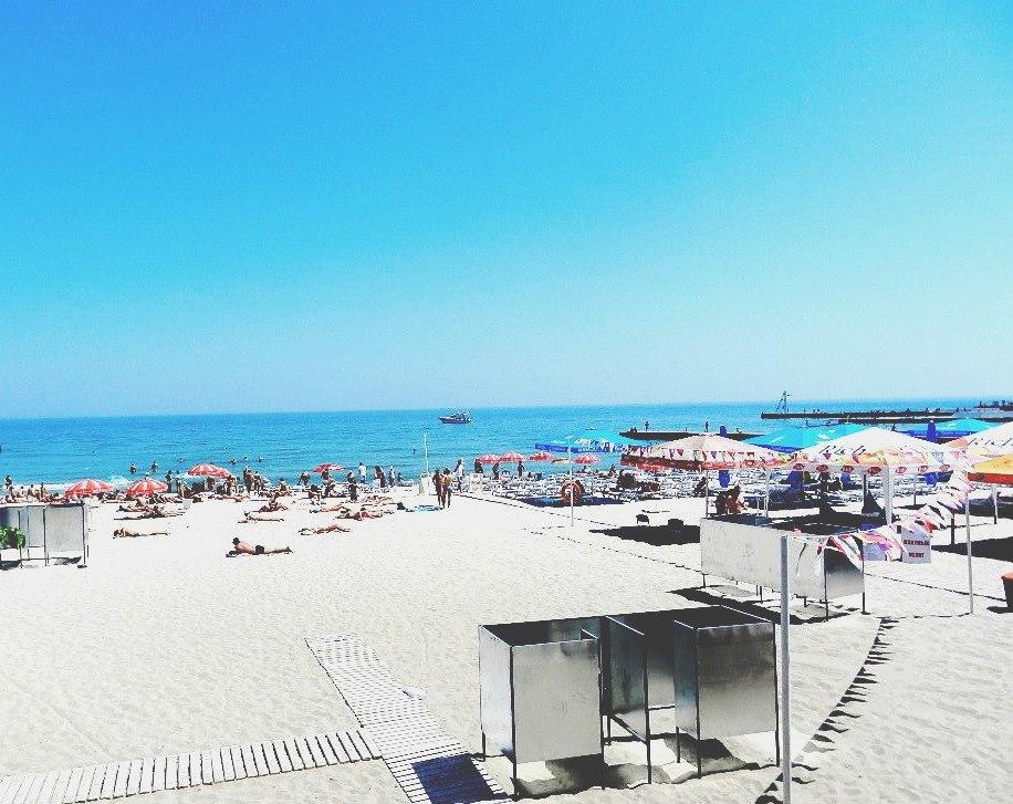 Пляж Аркадия, Одесса - Между «Ибицей» и «!Ё Moscow»