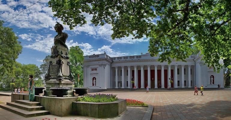 Одесский горсвет и памятник Пушкину