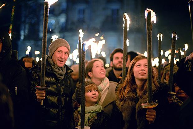Факельное шествие в Эдинбурге на Новый год
