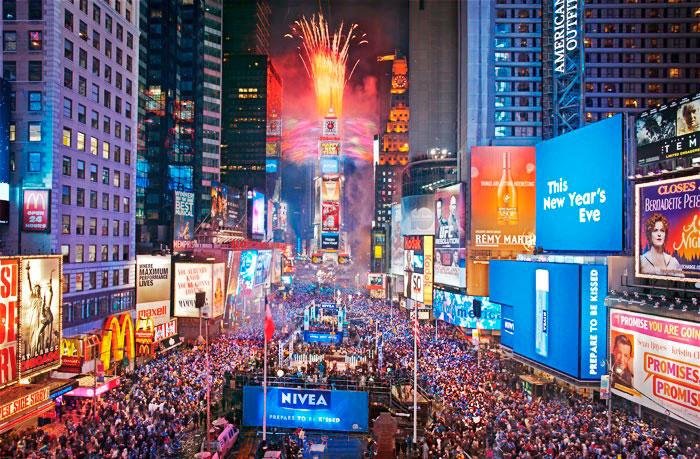 Опускание новогоднего шара на Таймс-сквер