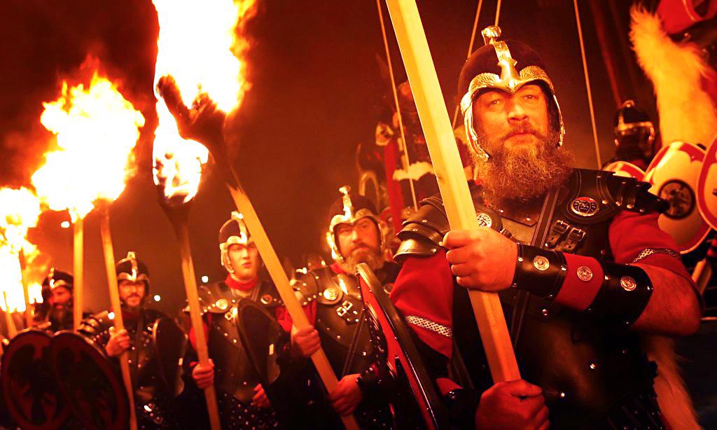 Процессия с факелами, фестивале  Апхеллио