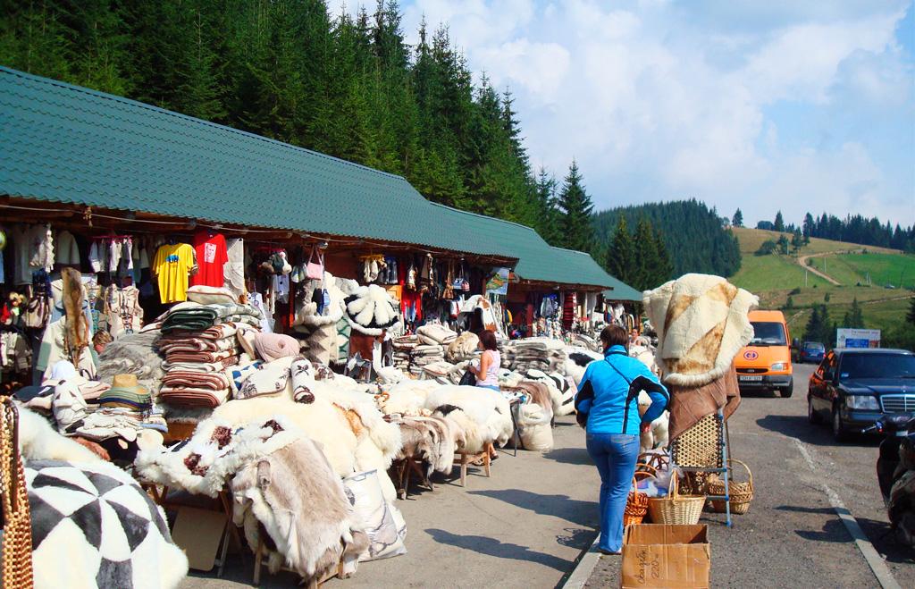 Рынок сувениров на Яблуницьком перевале