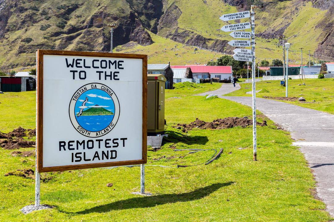 Туристический указатель на самом отдаленном острове
