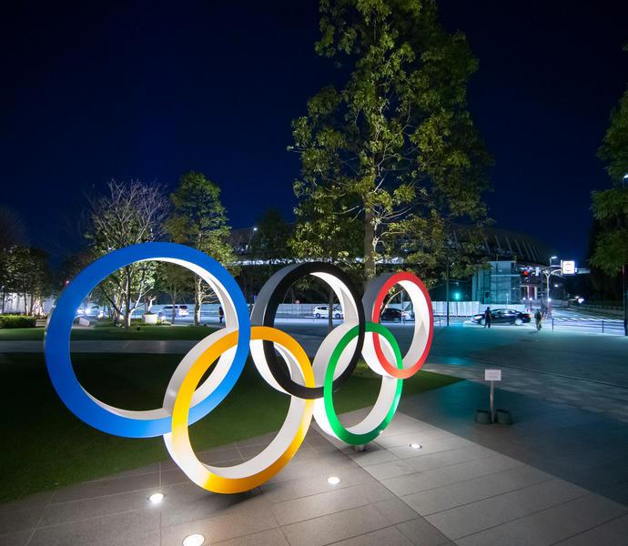 Символ пяти колец Олимпийских игр в музее Токио