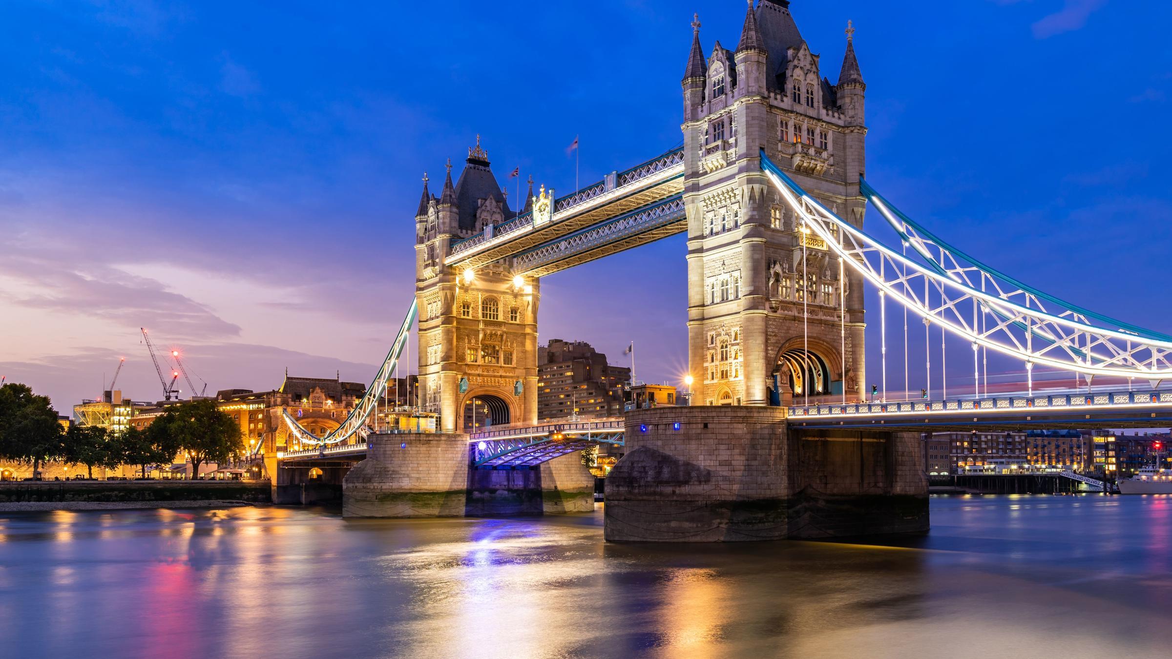Тауэрский мост в Лондоне заблокировали экоактивисты.