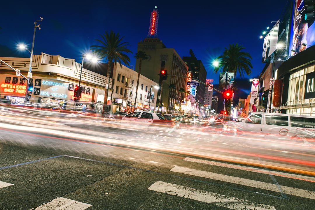 Вид на Голливудский бульвар ночью