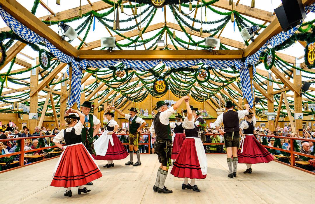 Пивная палатка на крупнейшем фольклорном фестивале в мире