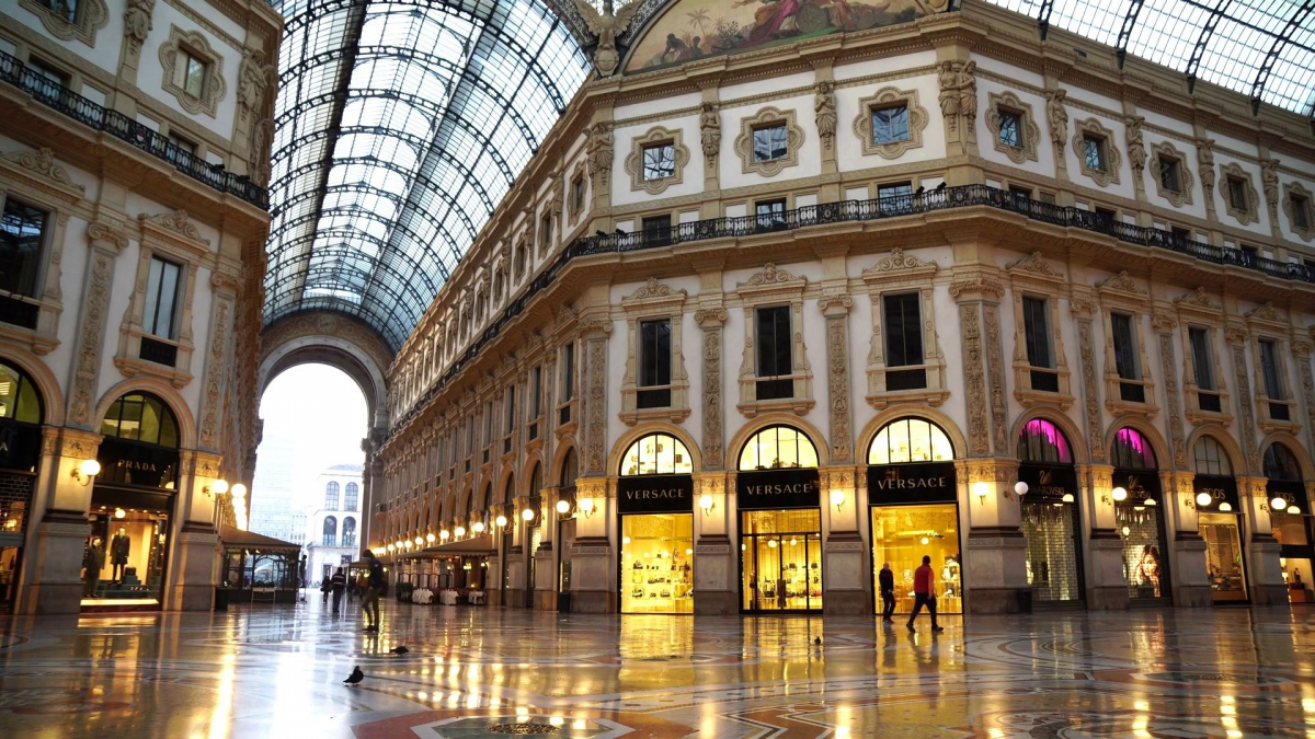 Galleria Vittorio Emanuele II in Milan - well-known shops ...