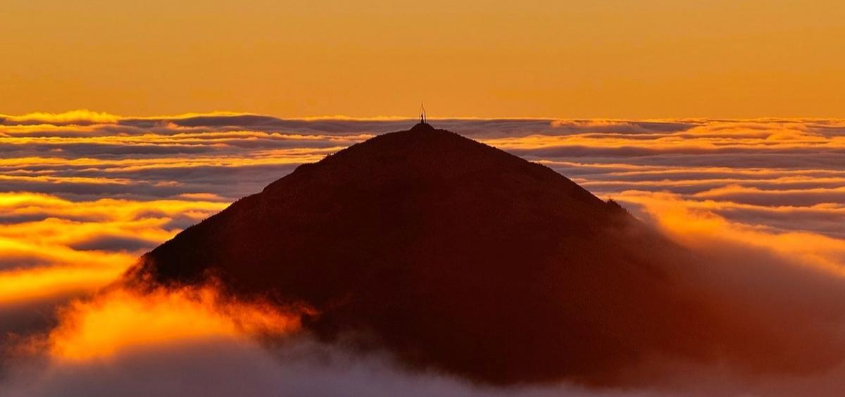 Гора Хомяк на восходе солнца