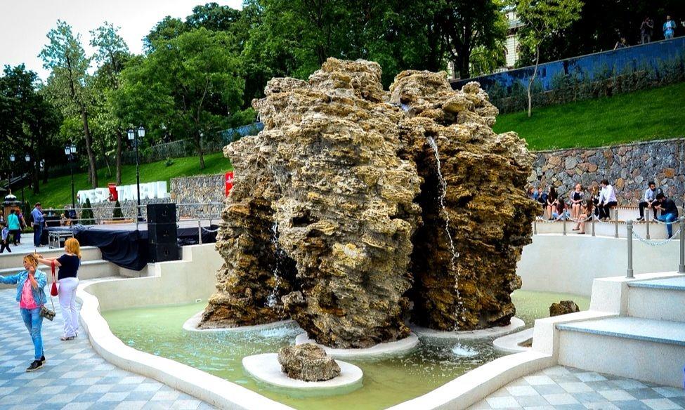 Стамбульский парк фонтан грот Дианы