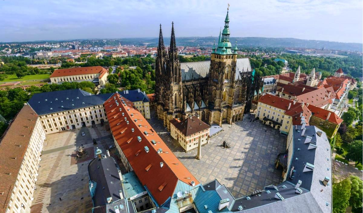 Что посмотреть и куда сходить в Праге Что посмотреть и куда сходить в Праге: ТОП-25 достопримечательностей prazhskiy grad 2