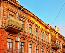 Плоский дом-стена в Одессе