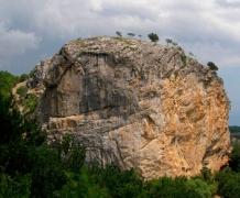 Скала Красный камень