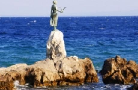 """Статуя """"Девушка с чайкой"""""""