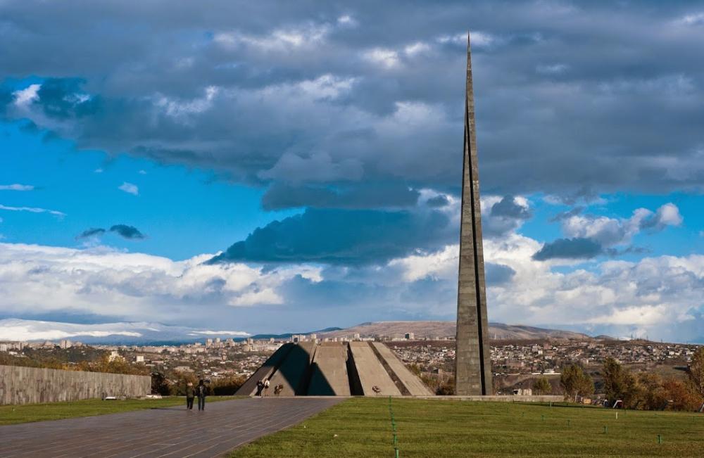 Цицернакаберд - мемориальный комплекс фото